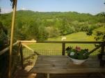 Vue terrasse tente safari au glamping La Douce France à Clermont Pouyguillès Midi-Pyrénées