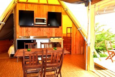 Intérieur Double Tipi 6 personnes au glamping Camping Les Moulins à La Guérinière Pays de la Loire
