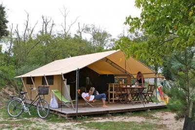 Trappeur 4 personnes au glamping Camping Les Moulins à La Guérinière Pays de la Loire