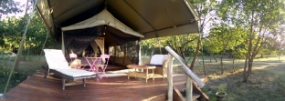 Tente safari extérieur vue panoramique