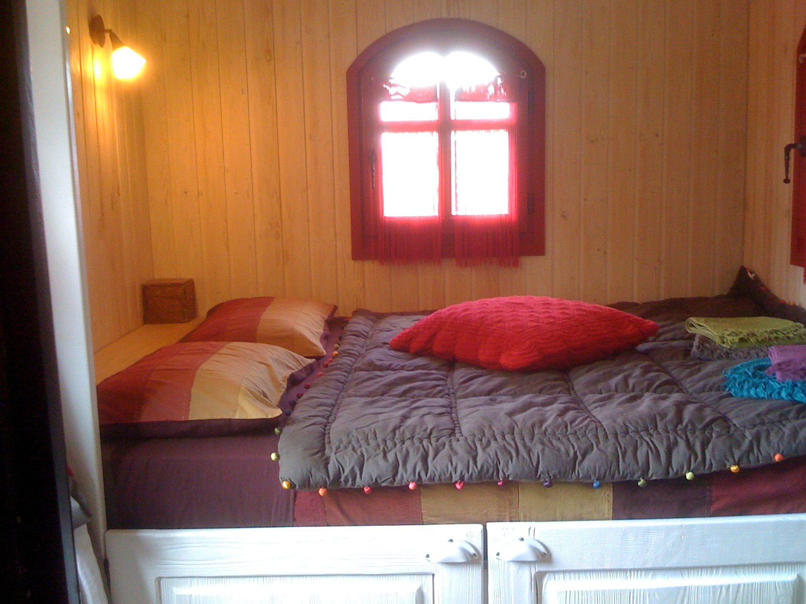 alcove romantique lit double glamping en france. Black Bedroom Furniture Sets. Home Design Ideas