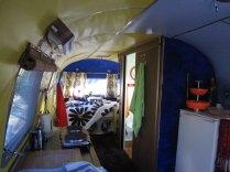 Airstream Studio 54 intérieure au glamping Belrepayre Airstream & Retro trailer Park à Manses en Midi-Pyrénées