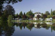 Vue étang au glamping Castel Camping Le Brévedent à Le Brévedent en Basse Normandie