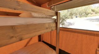 Chambre enfants Tente lodge au glamping Domaine de l'Oulivie à Combaillaux en Languedoc-Roussillon