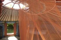 Intérieur de la yourte au glamping Dihan à Ploemel en Bretagne