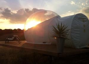 Bulle coucher du soleil au glamping Noct'en bulle à Cabrerets en Midi-Pyrénées