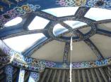 plafond yourte bleue au glamping Breizh Yourte à Guidel en Bretagne