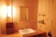 Salle de bain Tente Safari Lodge au glamping Le Soleil des Bastides à Cahuzac-sur-Vère en Midi-Pyrénées