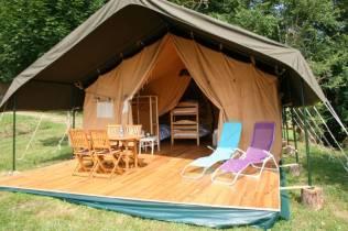 Tente safari extérieur au glamping Domaine d'Esperbasque à Salies de Béarn en Aquitaine