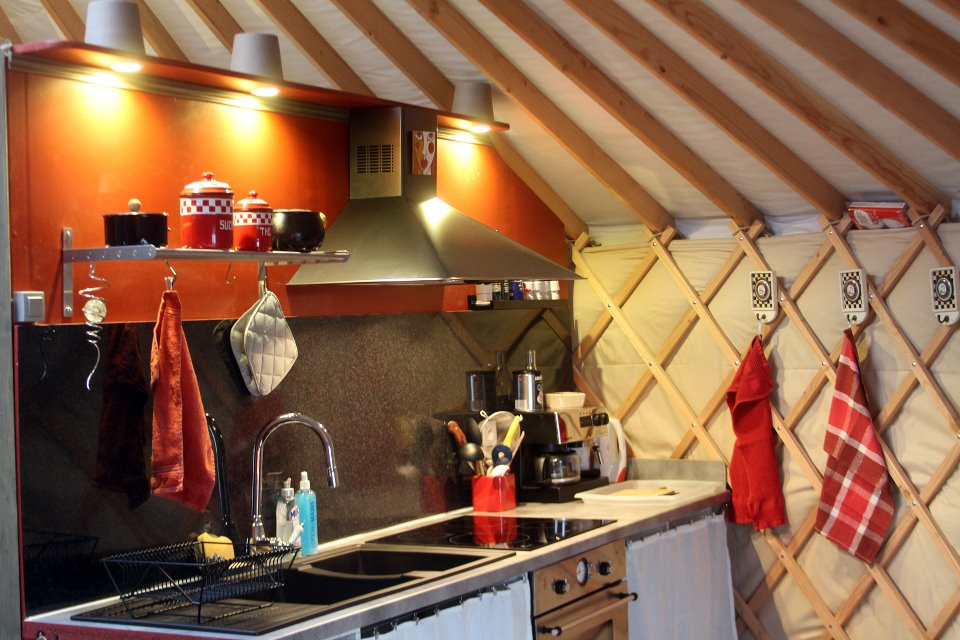 Coin Cuisine Yourte Glamping En France