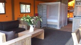 Coin salon Tente Lodge au Glamping at Montazellis à Alignan du Vent en Languedoc-Roussillon