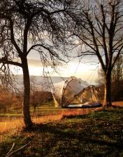 Tente bulle automne au glamping La Terre du milieu à Saint-Martin-d'Uriage en Rhône-Alpes