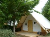 Tente trappeur luxe extérieur au Glamping Camping Pré Fixe à Cassabagnere-Tournas en Midi-Pyrénées