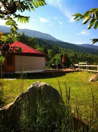 Yourte extérieur au glamping La Terre du milieu à Saint-Martin-d'Uriage en Rhône-Alpes