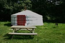 Extérieur yourte au glamping Camping Etang du Goulot à Lormes en Bourgogne