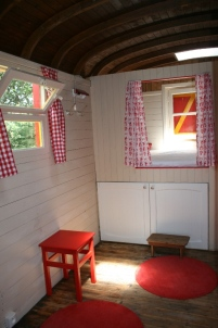 Alcôve roulotte au glamping Camping Etang du Goulot à Lormes en Bourgogne