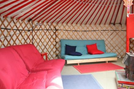 Intérieur yourte au glamping Camping Etang du Goulot à Lormes en Bourgogne