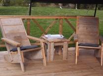 Mobilier terrasse tente safari au glamping Ty Nadan à Locunolé en Bretagne