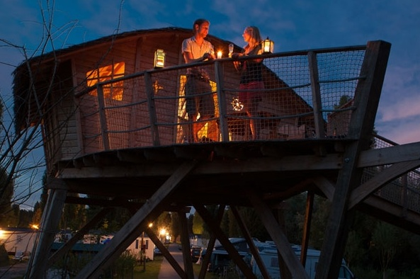 Terrasse cabane au glamping Camping Sandaya à Maisons-Laffitte en Ile-de-France