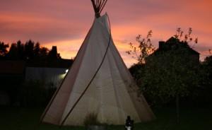 Tipi au glamping Camping Etang du Goulot à Lormes en Bourgogne
