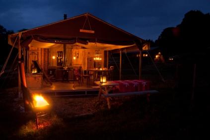 Tente de nuit au glamping Un lit au Pré à La Ferme de la Moricière à Sartilly en Basse-Normandie