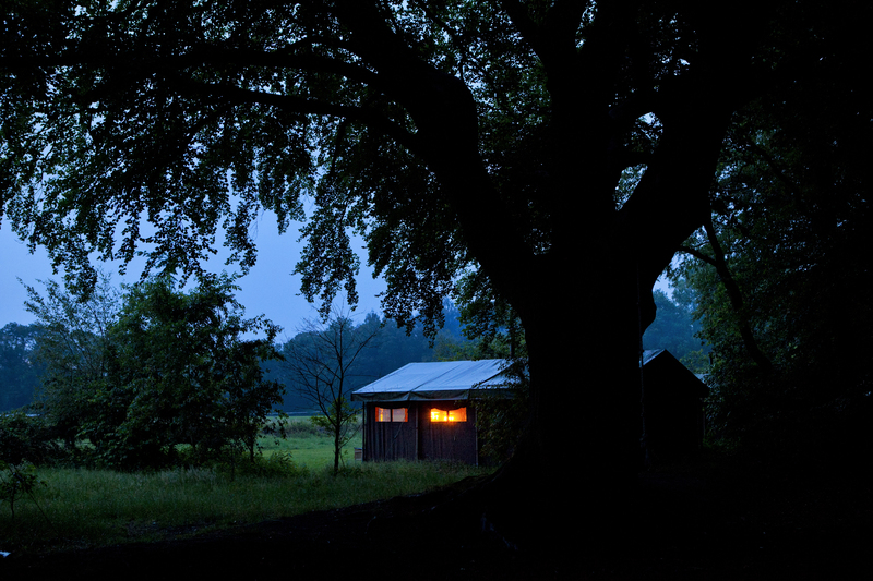 Tente de nuit au glamping Un lit au Pré au Domaine du Cloître Saint-Christophe à Saint-Mihiel en Lorraine