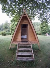 Entrée de la cabadienne au glamping Camping de Rodaven à Chateaulin en Bretagne