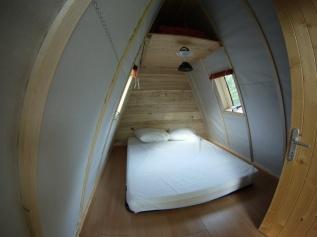 Intérieur de la cabadienne au glamping Camping de Rodaven à Chateaulin en Bretagne
