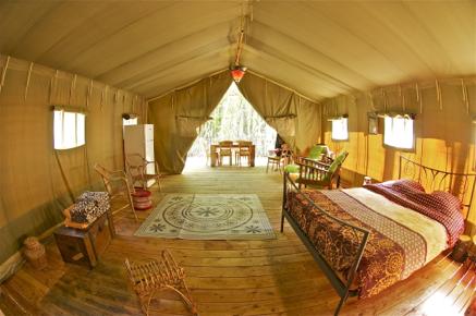 int rieur tente safari glamping en france. Black Bedroom Furniture Sets. Home Design Ideas