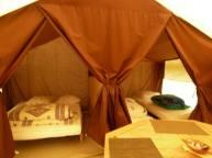 Intérieur tente Cotton Lodge Nature au glamping Camping Belle Roche à Lalley en Rhônes-Alpes