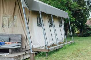 Tente safari au glamping Simply Canvas à Saint-Jean-de-Duras en Aquitaine