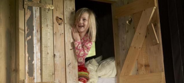Lit clos pour un adulte ou deux enfants au glamping le Domaine de Villiers à Chassy en Centre Val de Loire