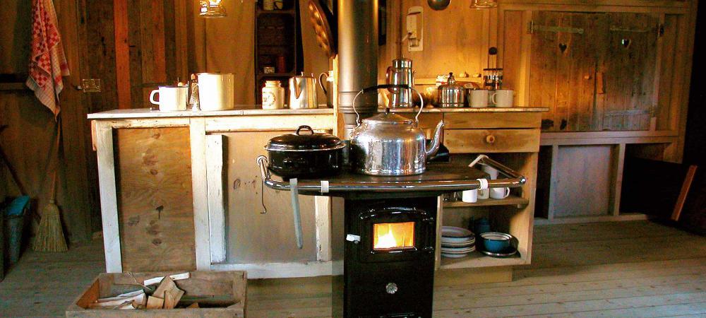 Po u00ealeà bois et coin cuisine Glamping en France # Cuisine Originale En Bois