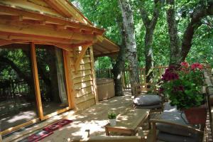 Cabane perchée avec terrasse et spa au glamping Lo Rey du Lac à Hossegor en Aquitaine