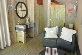Intérieur du Lodge au glamping Lo Rey du Lac à Hossegor en Aquitaine