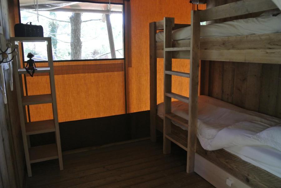 Chambre avec lits superposés - Le Lodge au glamping Lo Rey du Lac à Hossegor en Aquitaine