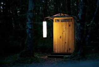 Toilettes sèches au glamping La Grande Oust à Bains sur Oust en Bretagne