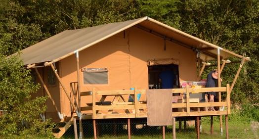 Safari Lodge 6 personnes au glamping Village de la Guyonnière à Saint-Julien-des-Landes en Pays de la Loire