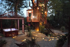 L'arbre enchanté et le spa au glamping Les Nids d'Hôtes à Cambo-les-Bains en Aquitaine