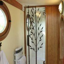 Douche privée du Nichoir à 4,20 mètres au glamping Les Nids d'Hôtes à Cambo-les-Bains en Aquitaine