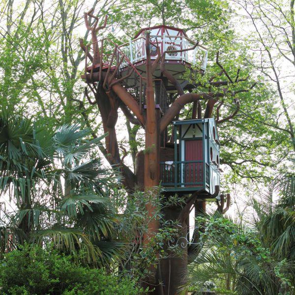 L'arbre enchanté au glamping Les Nids d'Hôtes à Cambo-les-Bains en Aquitaine