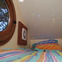 Le Nichoir espace nuit enfant au glamping Les Nids d'Hôtes à Cambo-les-Bains en Aquitaine