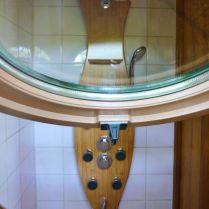 Salle de bain du Nichoir au glamping Les Nids d'Hôtes à Cambo-les-Bains en Aquitaine