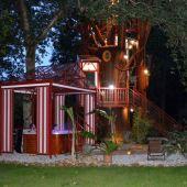 Spa en bas de l'arbre enchanté au glamping Les Nids d'Hôtes à Cambo-les-Bains en Aquitaine