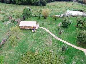 Tente lodge vue aérienne au glamping Le Clos de Saires à Saires en Poitou-Charentes