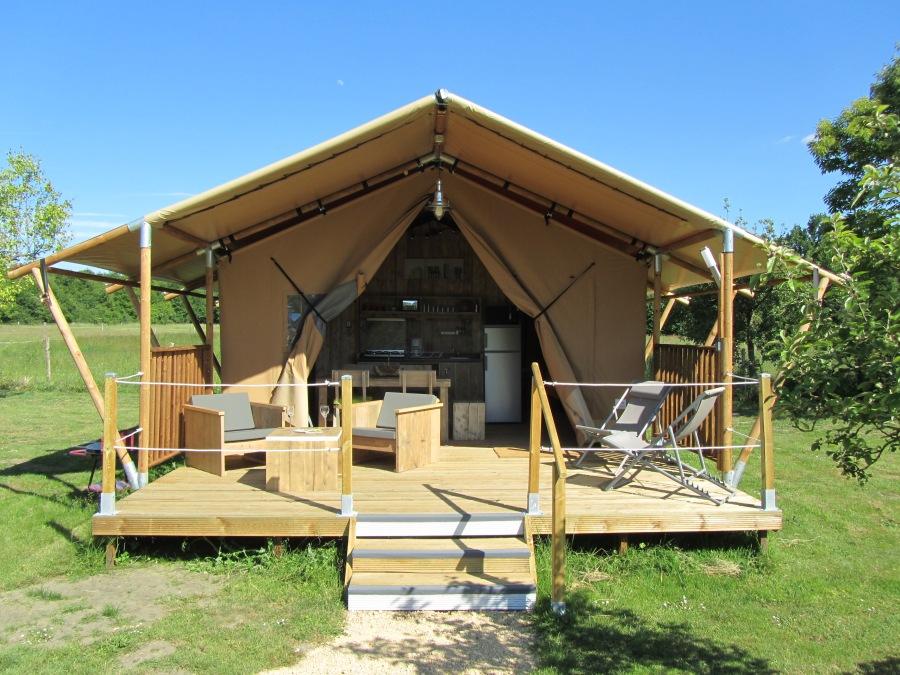 Tente Lodge 5 personnes au glamping Le Clos de Saires à Saires en Poitou-Charentes